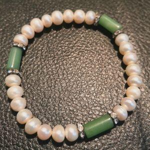 Freshwater pearl and jade bracelet